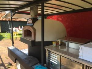 Pizza foodtruck huren met een Valoriani oven